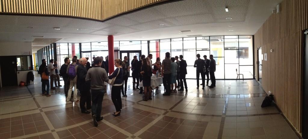 Le hall de l'Ecole Nationale Supérieure de Cognitique durant le pot de création d'Akiani