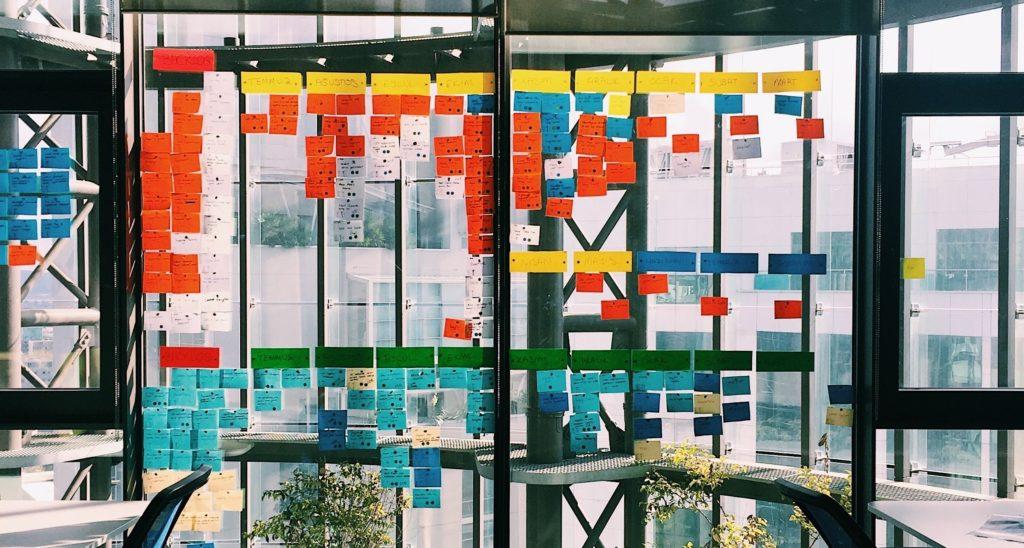 Mise en oeuvre d'une méthode d'architecture de l'information. Crédit photo : Irfan Simsar, Unsplash